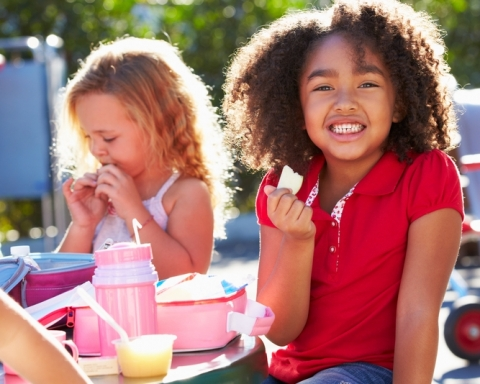 child-eating-lunch-at-school