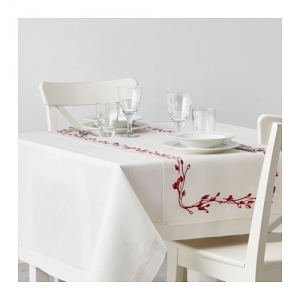 vinter-table-runner-red__0462150_pe607923_s4