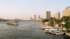 Cairo,_Nile,_a_view_from_Tahrir_Bridge_towards_North,_Egypt,_Oct_2004