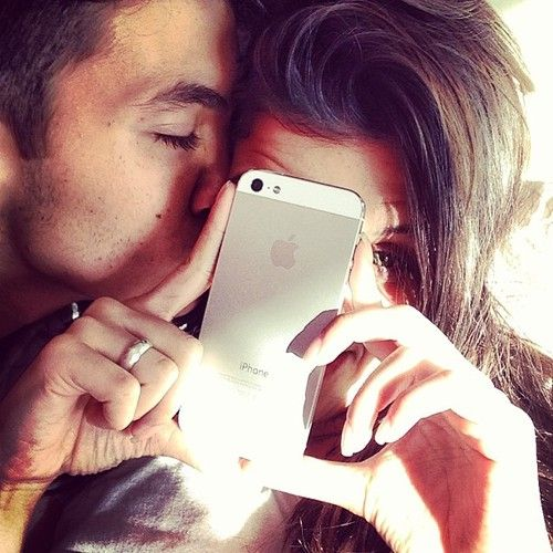 #AskTheExpert: How Social Media Affects Your Love Life