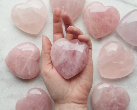 5 Healing Crystals You Need to Attract Love and Boost Your Mood
